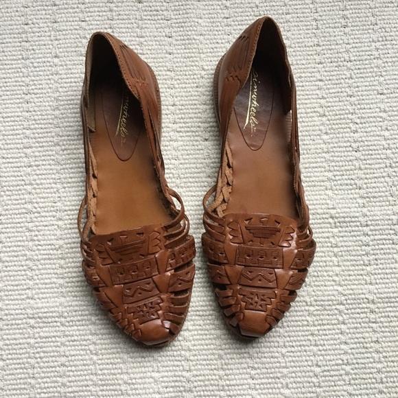 fea99ba0c6c6 Vintage 80s Leather Slip On Woven Huarache Sandals.  M 5af61b0ccaab446f14483d84